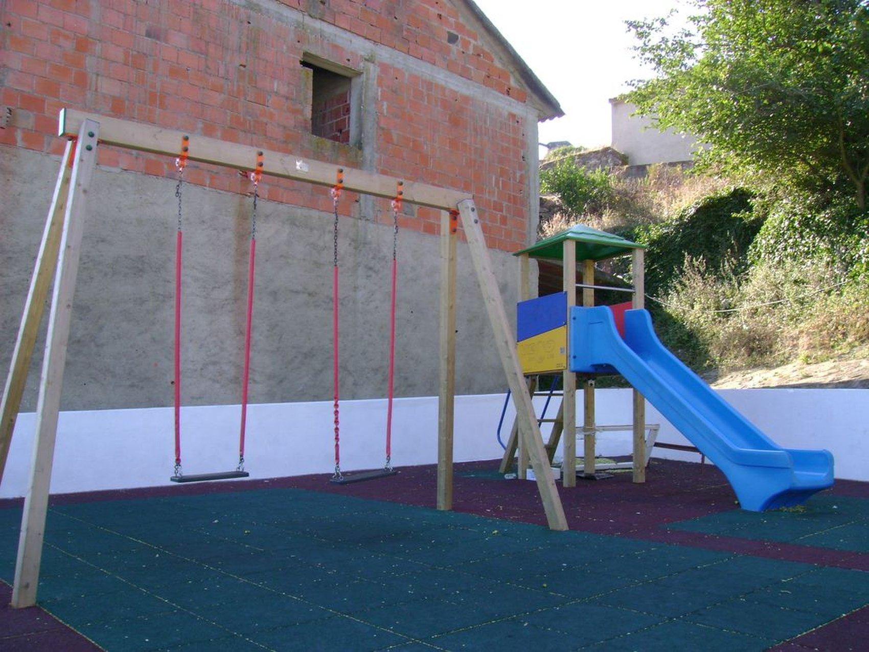 parque infantil casais santo quintino