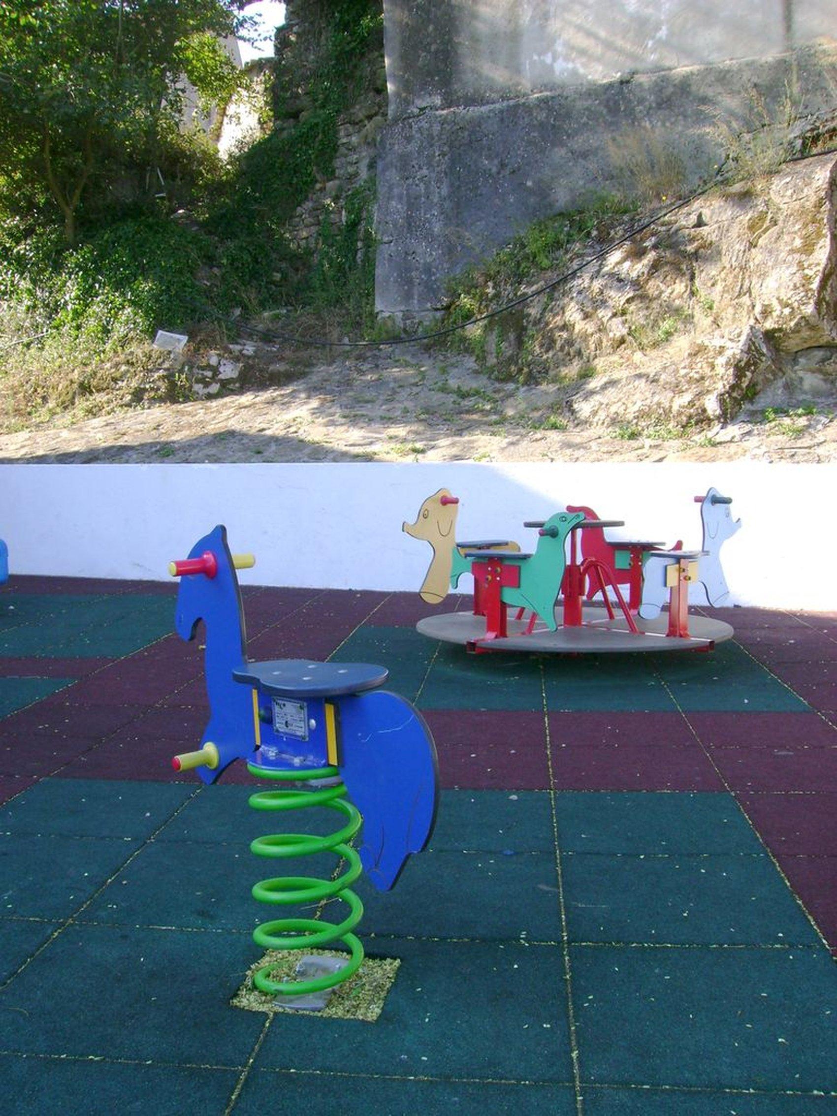 parque infantil casais santo quintino1